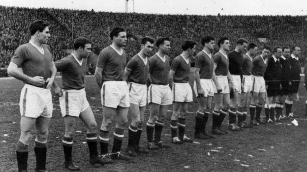 El equipo titular con el que Manchester United enfrentó al Estrella Roja de Belgrado en un partido por la Copa de Europa. (Getty)