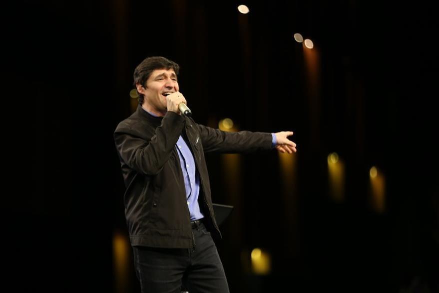 El pastor y cantautor español, Marcos Vidal, compartió una plenaria por el 37 aniversario. (Foto Prensa Libre: Cortesía)