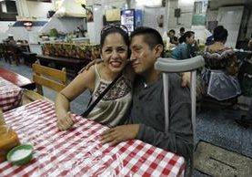 Rosie Chacón creó un fuerte vínculo con David y lo invitó a almorzar al Centro Histórico. (Foto Prensa Libre: Paulo Raquec)
