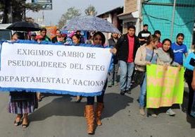 Protesta de docentes en Santa Cruz del Quiché. (Foto Prensa Libre: Óscar Figueroa).
