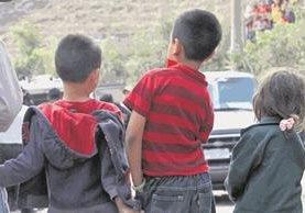 Los padres deben tomar en cuenta que cuando sus hijos caminan solos por las calles están expuestos a varios riesgos (Prensa Libre: Hemeroteca PL).
