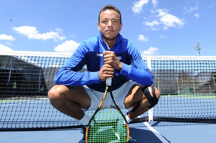 Wilfredo González disfruta del futbol, pero su pasión es el tenis. (Foto Prensa Libre: Francisco Sánchez)