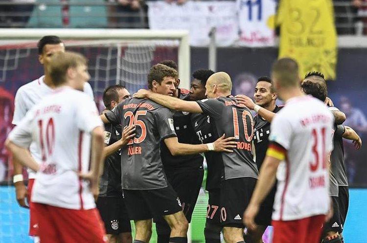 El Leipzig ya se hacía con el triunfo pero el Bayern le remontó en diez minutos. (Foto Prensa Libre: EFE)