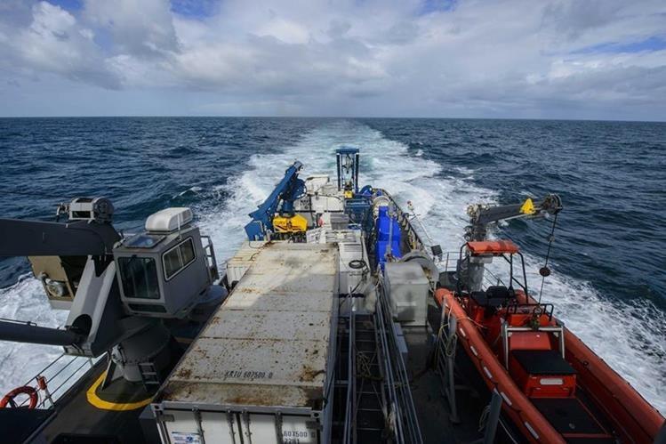 Los restos de un naufragio hallados el sábado pertenecen al buque de carga El Faro.(Foto Prensa Libre: EFE).