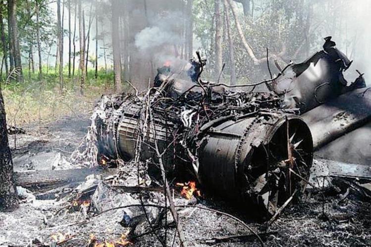 Los restos del los aviones cayeron en una zona boscosa cercana a Charleston. (Foto: @Sctvman).