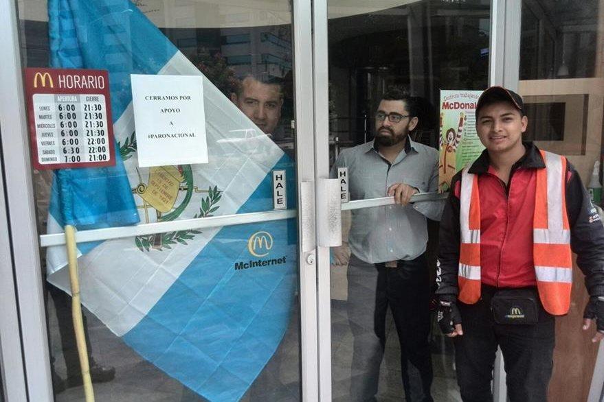 Trabajadores de varios restaurantes apoyan el paro nacional. (Foto Prensa Libre: Estuardo Paredes)