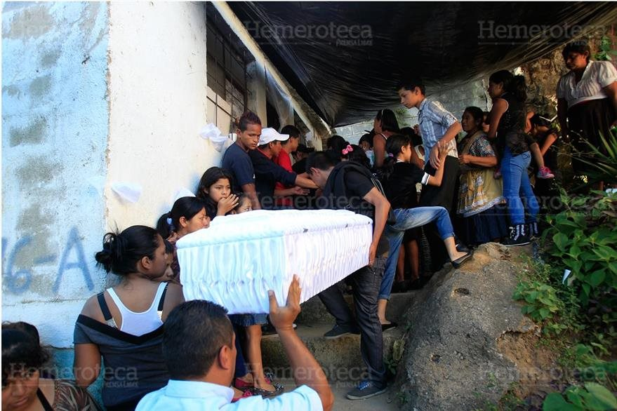 Los cuerpos de los pequeños fueron llevados a El Amparo, donde residían. (Foto: Hemeroteca PL)