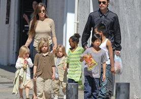 Angelina Jolie y Brad Pitt tienen tres hijos biológicos y tres adoptados. (Foto Prensa Libre: Hemeroteca PL)
