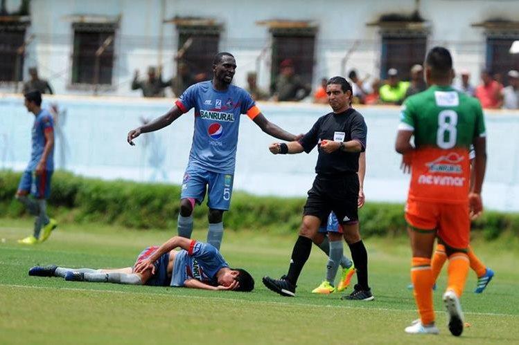 La primera vuelta del torneo dejó un saldo de 50 lesionados en los equipos de la Liga Nacional. (Foto Prensa Libre: Hemeroteca)