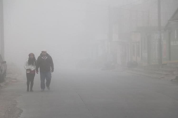 Niebla cubre áreas de Xela y otros puntos de Quetzaltenango. (Foto Prensa Libre: Carlos Ventura)