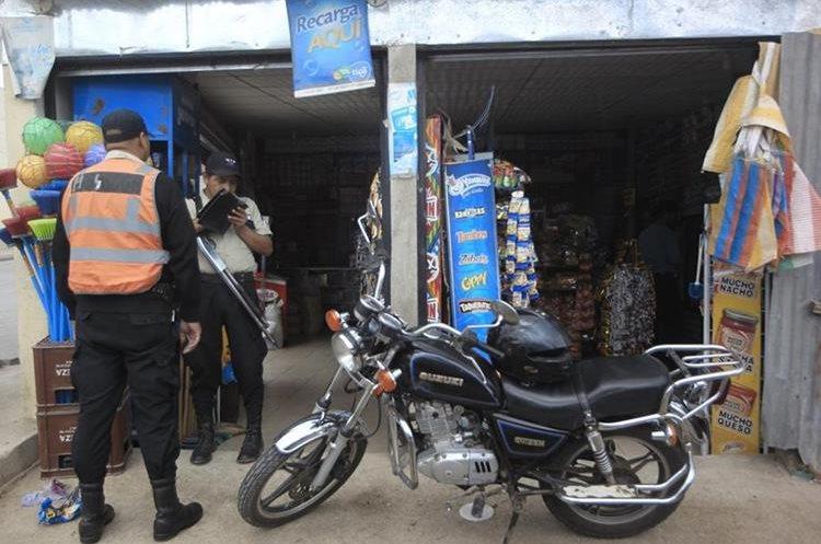 Comerciantes que son víctimas de extorsiones han implementado la instalaciones de cámaras de seguridad como una medida de seguridad. (Foto Prensa Libre: Hemeroteca PL)