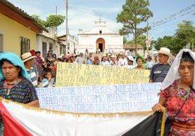Líderes indígenas de Baja Verapaz efectúan caminata en Rabinal en respaldo a la Cicig y a no dejarse engañar con el voto. (Foto Prensa Libre: Carlos Grave)