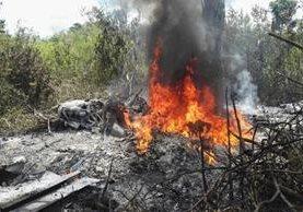 El accidente se produjo en Chisec, Alta Verapaz, luego que el piloto perdiera el control al despegar. (Foto Prensa Libre: PNC)
