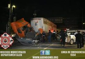 Conductor del cabezal resultó herido. (Foto Prensa Libre: CBMD)