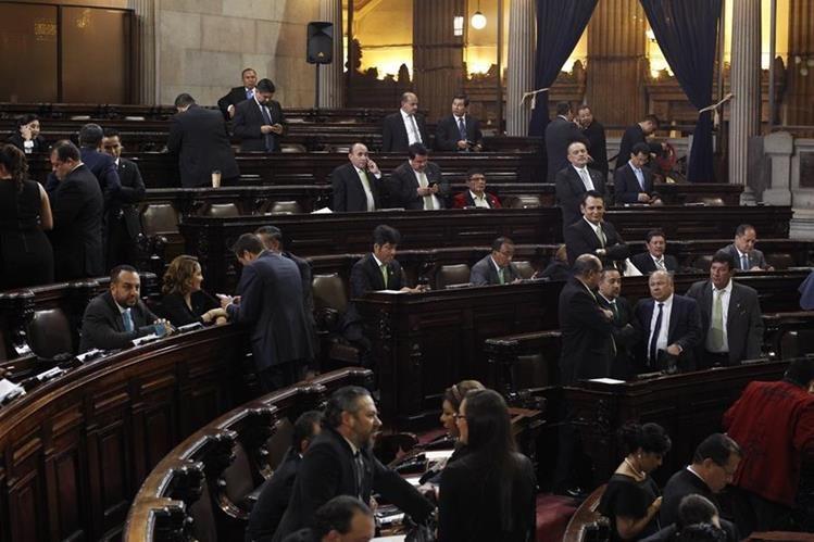 Presentan acción de Inconstitucionalidad contra Ley que permite pago de bono 14 y aguinaldo sobre salario total a los diputados. (Foto Prensa Libre: Archivo)