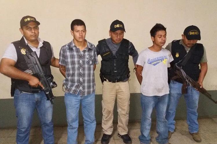 Presuntos responsables de la muerte de menor. (Foto Prensa Libre: PNC)