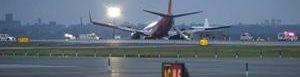 Avión pierde tren de aterrizaje.