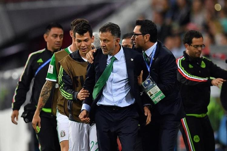 El entrenador colombiano, Juan Carlos Osorio tuvo un arranque de ira y fue suspendido por la Fifa. (Foto Prensa Libre: AFP)