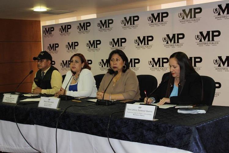 En conferencia de prensa las autoridades del MP precisan cuáles fueron los bienes inmovilizados. (Foto Prensa Libre: MP)