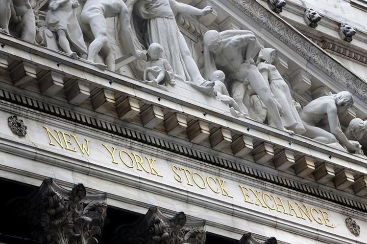Dintel de la parte frontal de la bolsa de valores de Nueva York. (Hemeroteca PL)