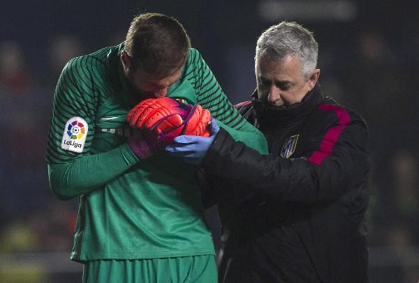 Oblak será operado de la luxación del hombro izquierdo sufrida en el partido de este lunes contra el Villarreal. (Foto Prensa Libre: EFE).
