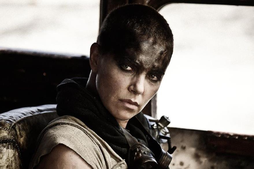 Charlize Theron se llevó el primer premio de la noche: mejor interpretación femenina por Mad Max: Fury Road. (Foto Prensa Libre: Hemeroteca PL).