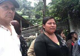 Marta Odilia busca a su hijo de 17 años desaparecido en la tragedia de El Cambray 2. (Foto Prensa Libre: Rosa María Bolaños)