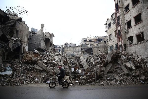 "<span class=""hps"">Escombros de un</span> <span class=""hps"">edificio destruido</span> <span class=""hps"">por los bombardeos en la ciudad</span> <span class=""hps"">de</span> <span class=""hps"">Douma</span><span>,</span>Siria."