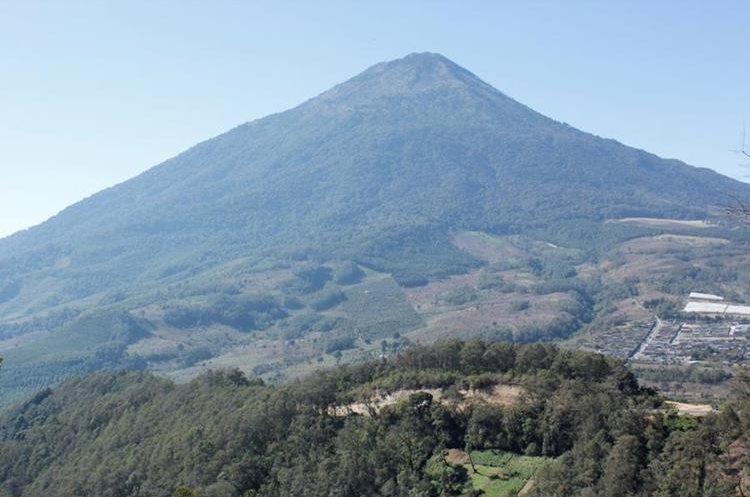 Desde enero último, la municipalidad cobra por el acceso al Volcán de Acatenango. (Foto Prensa Libre: Víctor Chamalé)