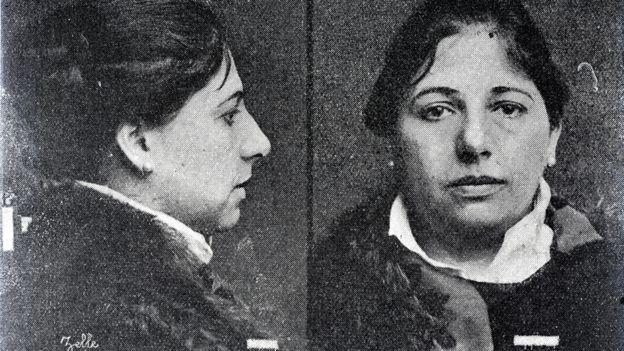 Foto policial de Mata Hari el día de su arresto. MUSEO DE FRIES, LEEUWARDEN