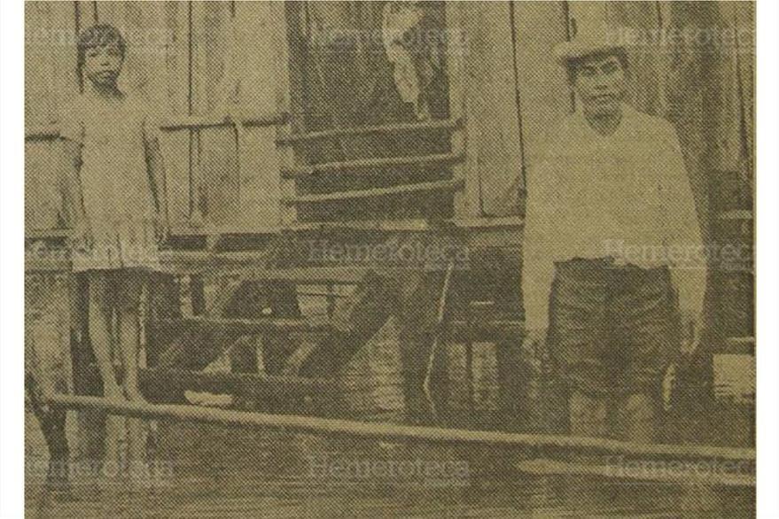 Familias afectadas por el Huracán Fifí, en septiembre de 1974. (Foto: Hemeroteca PL)