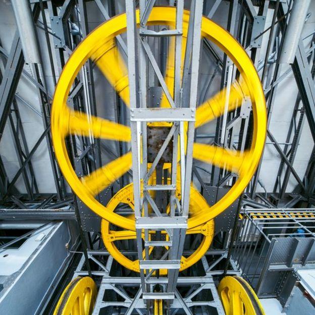 A diferencia de los ascensores actuales, los primeros no eran seguros. GETTY IMAGES