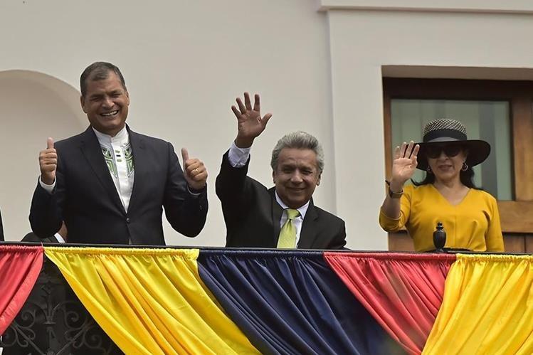 El candidato oficialista, Lenín Moreno (c), acompañado del presidente de Ecuador, Rafael Correa (i). (Foto Prensa Libre: EFE)