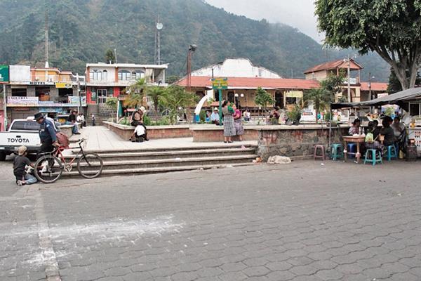 PDH investiga  por qué  comunas  de Sololá, entre ellas la de San Lucas Tolimán, registran deficiencias en unidades de  Ley de Acceso a la Información. (Foto Prensa Libre: Ángel Julajuj)