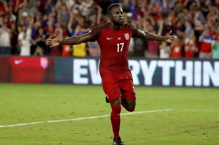 Jozy Altidore festeja uno de los dos goles contra Panamá.