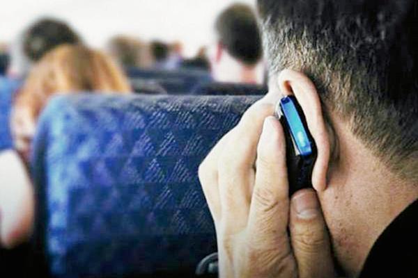 Las aerolíneas pueden permitir que los pasajeros usen sus celuleares en EE.UU.