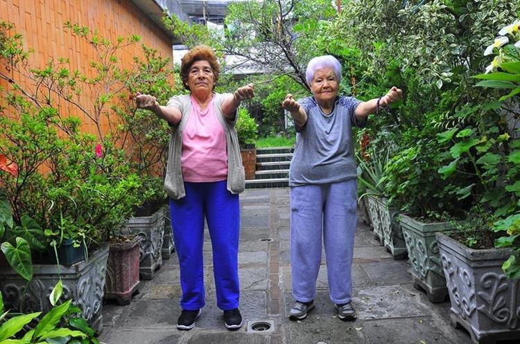 El adulto mayor debe evitar la pérdida de la masa y  de la fuerza muscular, así como el  rendimiento físico. (Foto Prensa Libre: Sandra Vi)