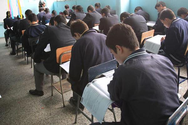 El Mineduc carece de un mecanismo para exigir una mejora en la calidad educativa a los colegios que aparezcan mal evaluados en esta prueba. (Foto Prensa Libre: Estuardo Paredes)