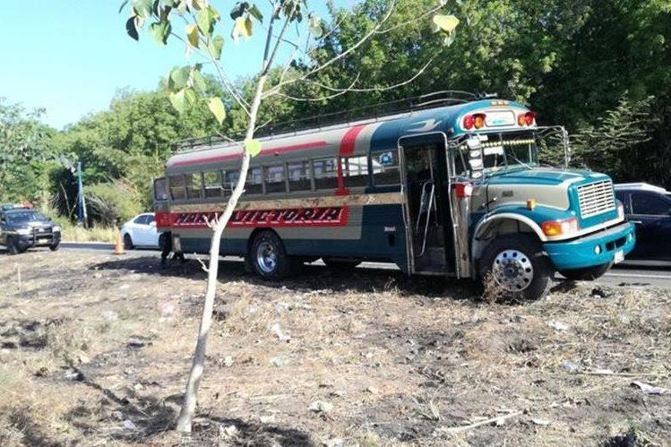 El ataque contra piloto y ayudante se registró en km 113, Cocales, Patulul, Suchitepéquez. (Foto Prensa Libre: Cristian Soto)
