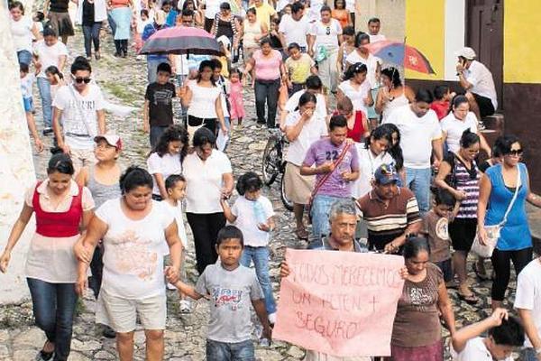 """<p>Vecinos de Petén manifestaron en rechazo a la violencia luego de enterarse del cimen contra la niña. (Foto Prensa Libre: Archivo)<br _mce_bogus=""""1""""></p>"""
