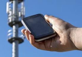 Las antenas de teléfonos móviles transmiten una dirección única que está encriptada. GETTY IMAGES
