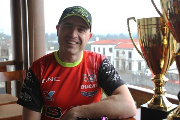 <p>El piloto Marcos Reichert festejó su título 21 en la motovelocidad. (Foto Prensa Libre: Jorge Ovalle)<br></p>