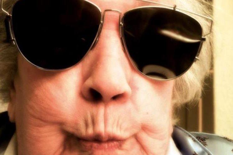 La abuelita rapera está arrasando con sus rimas en las redes sociales. (Foto Prensa Libre: Tomada de instagram.com/emily_estefan)