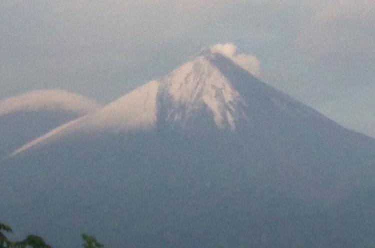Las erupciones en el Volcán de Fuego, según el Insivumeh son moderadas y fuertes. (Foto Prensa Libre: Gustavo Chigna)