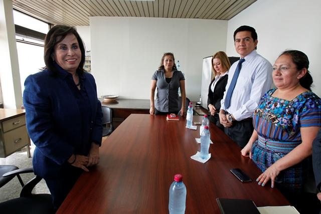 Sandra Torres, durante la reunión con el Sindicato de Trabajadores del OJ, en la Torre de Tribunales. (Foto Prensa Libre: Paulo Raquec)