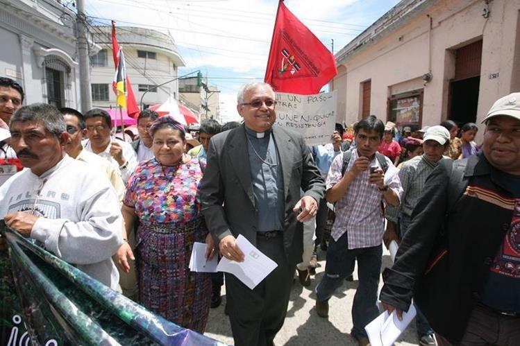 En otras ocasiones el obispo Ramazzini ha participado en movilizaciones para expresar su opinión con la situación del país.(Foto Prensa Libre: Hemeroteca PL)