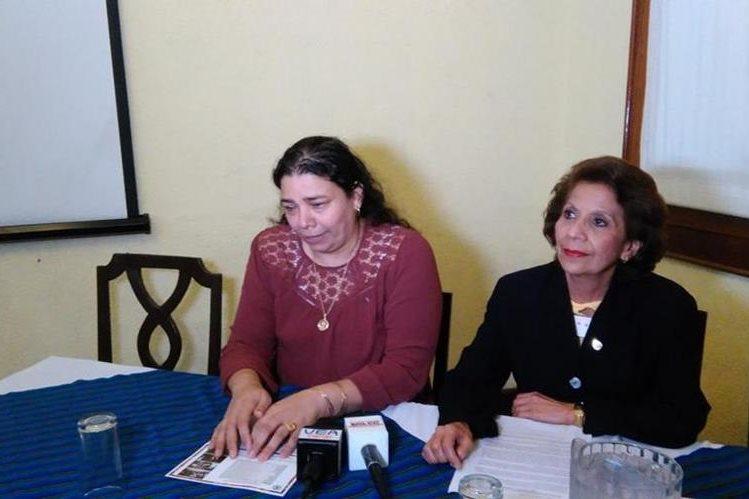 Representantes del OSAR consideran necesario promover esta reforma a la ley para evitar que den matrimonios infantiles (Foto Prensa Libre: Geldi Muñoz)
