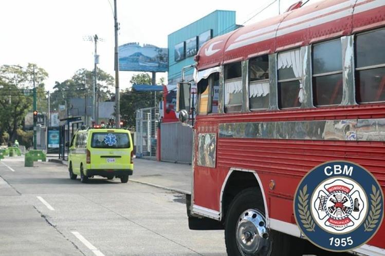Pasajero enfrentó a ladrón que pretendía asaltarlos dentro de un bus ruta 36. (Foto Prensa Libre: CBM)