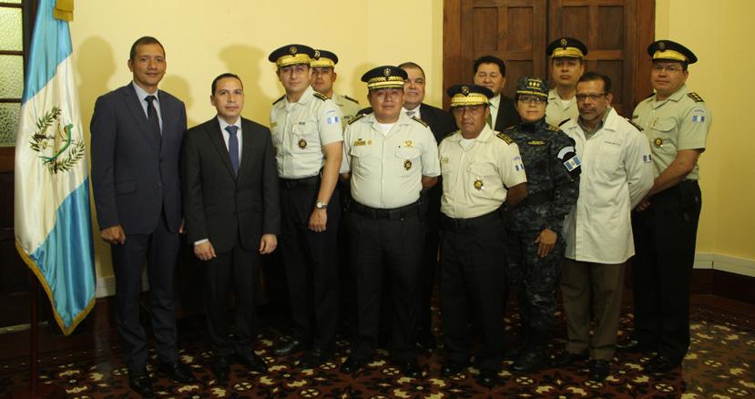 Sustituyen a altos mandos de la polic a nacional civil for Ministro de la policia nacional