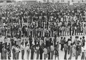 Largas filas en centro de votación en 1985. (Foto: CIRMA)